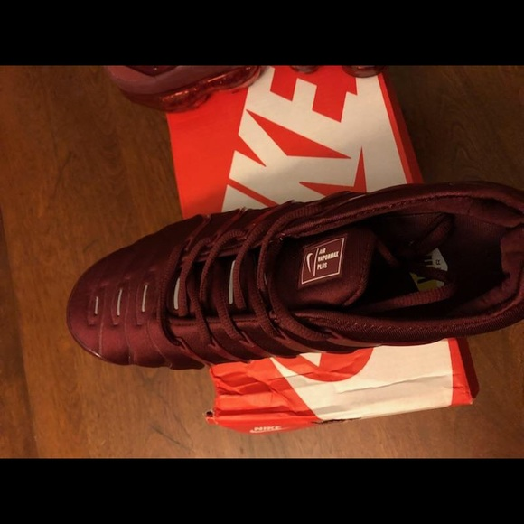 sports shoes 1a8db 2b70b Nike Vapormax Plus Burgundy/wine red NWT
